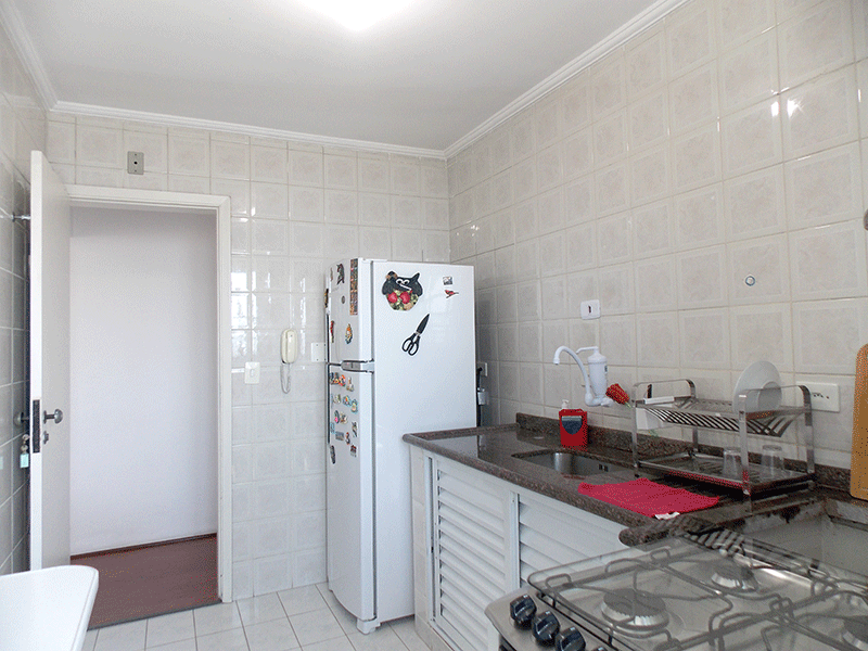 Jabaquara, Apartamento Padrão-Cozinha com piso de cerâmica, pia de granito e teto com moldura de gesso.