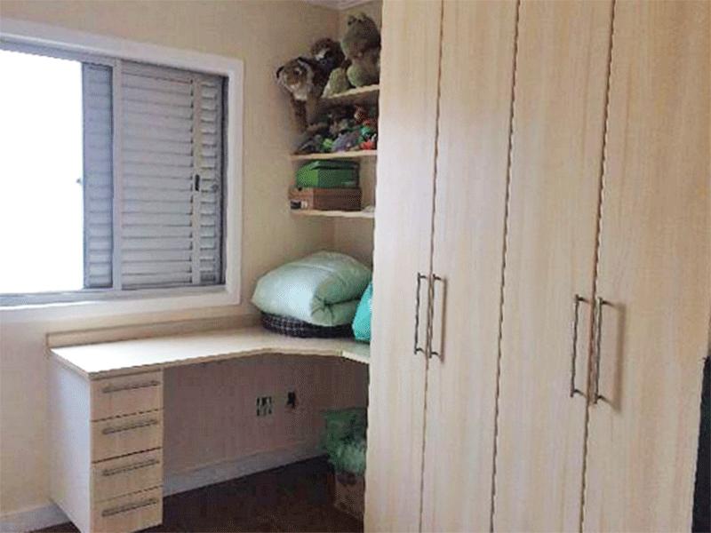 Ipiranga, Apartamento Padrão-3º dormitório com piso vinilico, armários planejados e teto com moldura de gesso.