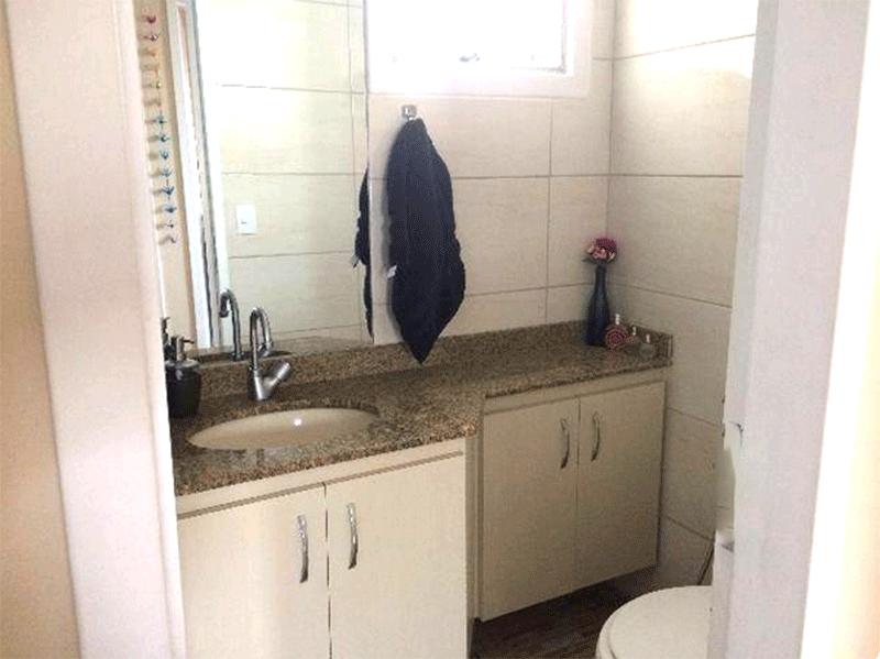 Ipiranga, Apartamento Padrão-Banheiro social com piso de cerâmica, pia de granito com gabinete.