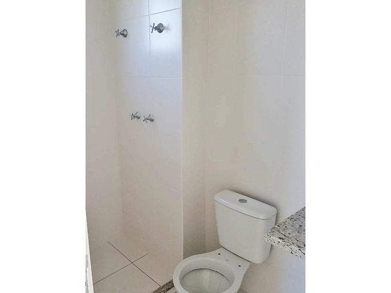 Ipiranga, Apartamento Padrão-Banheiro com piso de cerâmica e pia de granito.