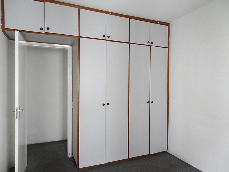 Sacomã, Apartamento Padrão-1º dormitório com piso de carpete nylon e armários planejados.