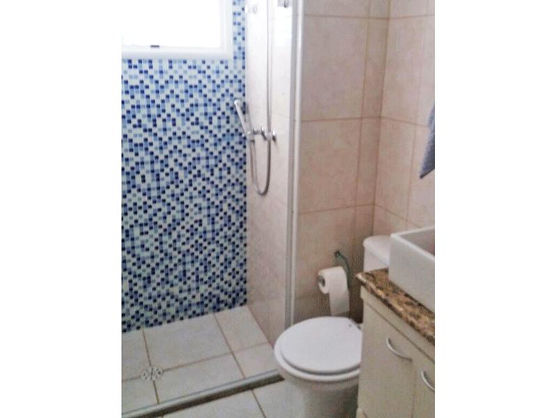 Sacomã, Apartamento Padrão-Banheiro social com piso de cerâmica, pia de porcelana e box de vidro