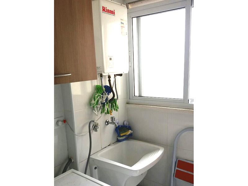 Sacomã, Apartamento Padrão-Área de serviço com piso de cerâmica, armário planejado e aquecedor de passagem.
