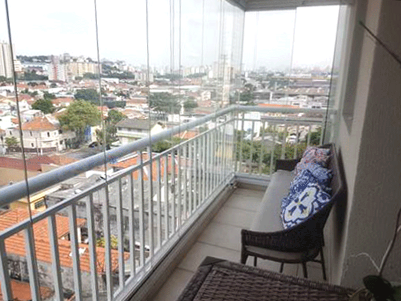 Ipiranga, Apartamento Padrão-Sacada envidraçada com piso de cerâmica, pia de granito com gabinete, teto rebaixado e iluminação embutida.