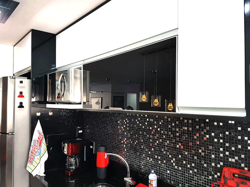 Ipiranga, Apartamento Padrão-Cozinha com piso de porcelanato, pia de mármore, gabinete, armários planejados eletrodomésticos, máquina de lavar e secar, geladeira, ferro de passar, liquidificador, cafeteira, microondas, forno elét
