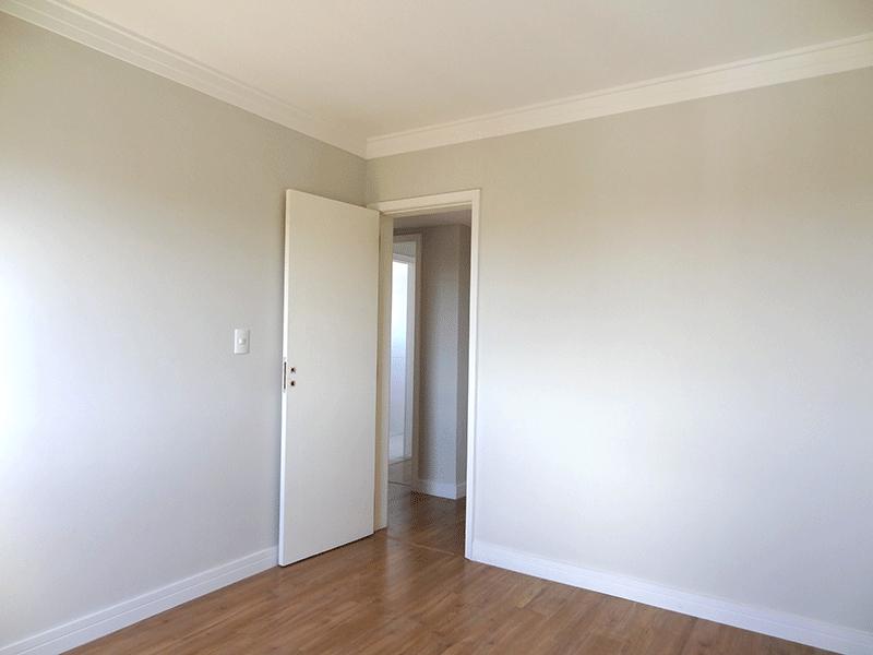 Jabaquara, Apartamento Padrão-3º dormitório com piso laminado e teto com moldura de gesso.