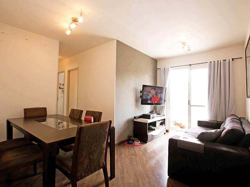 Jabaquara, Apartamento Padrão - Sala com dois ambientes, piso laminado e acesso à varanda.