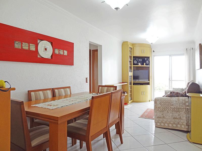Jabaquara, Apartamento Padrão-Sala com dois ambientes, piso de cerâmica, teto com moldura de gesso e acesso à varanda.