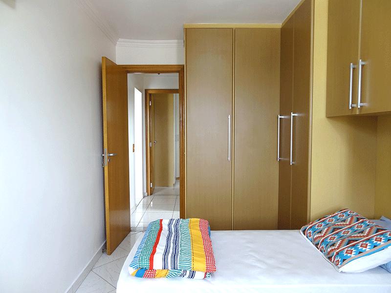 Jabaquara, Apartamento Padrão-1º dormitório com piso de cerâmica, armários planejados e teto com moldura de gesso.