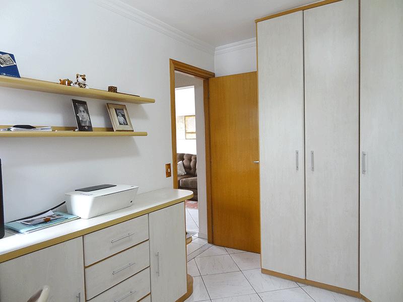Jabaquara, Apartamento Padrão-2º dormitório com piso de cerâmica, armários planejados e teto com moldura de gesso.