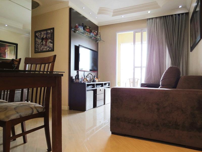 Sacomã, Apartamento Padrão-Sala com dois ambientes, piso de porcelanato, teto com sanca de gesso, iluminação embutida e acesso à varanda.