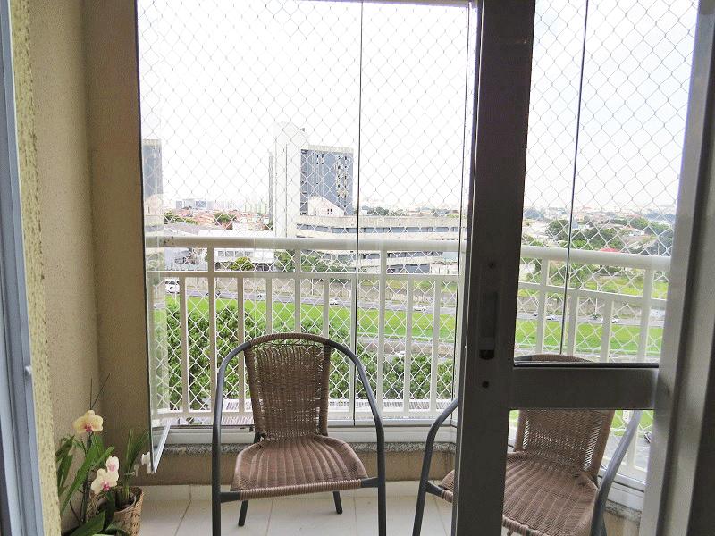 Sacomã, Apartamento Padrão-Varanda envidraçada com piso de cerâmica e tela de proteção.