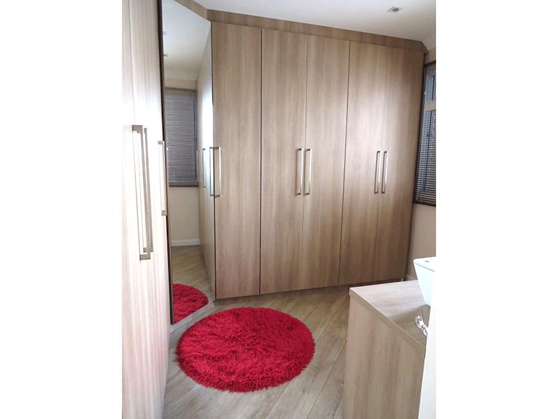 Sacomã, Apartamento Padrão-3º dormitório com piso laminado, armários planejados e teto com moldura de gesso.