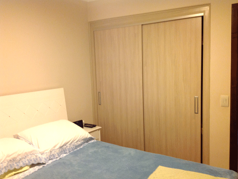 Ipiranga, Apartamento Padrão-1º dormitório com piso laminado, armários embutidos e teto com moldura de gesso.