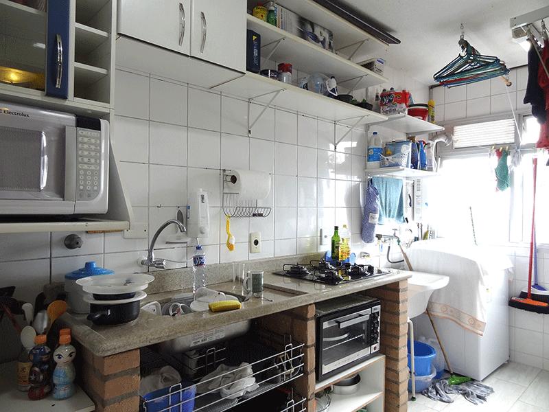 Sacomã, Apartamento Padrão-Cozinha integrada com a área de serviço, piso de cerâmica, pia de granito e armários planejados.