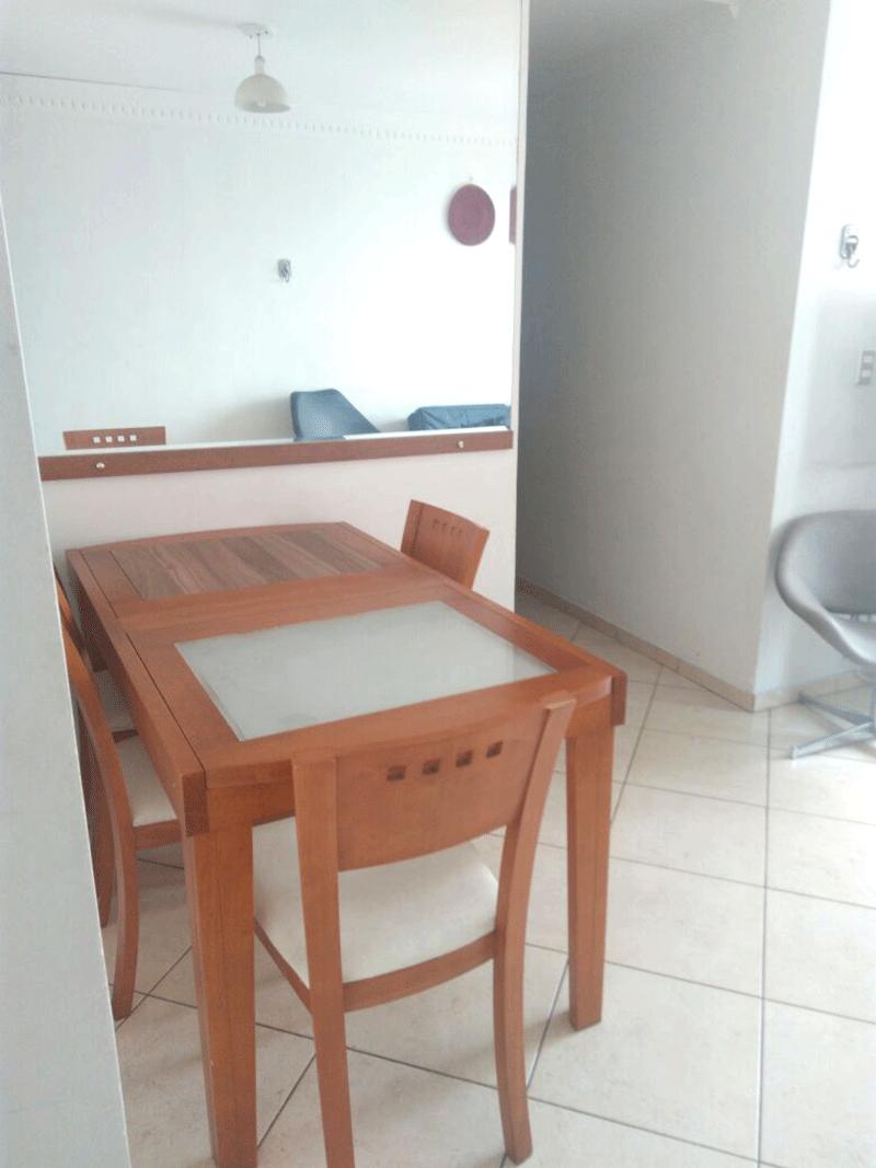 Sacomã, Apartamento Padrão-Sala com dois ambientes, piso de cerâmica, teto com moldura de gesso e acesso à varanda.