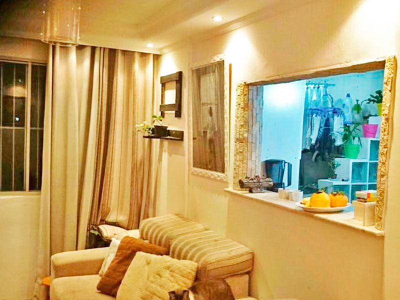 Sacomã, Apartamento Padrão-Sala com piso de taquinho, teto com sanca de gesso e iluminação embutida.