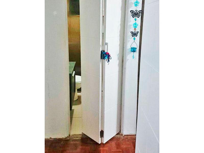 Sacomã, Apartamento Padrão-Banheiro social com piso de cerâmica, gabinete e box de vidro.