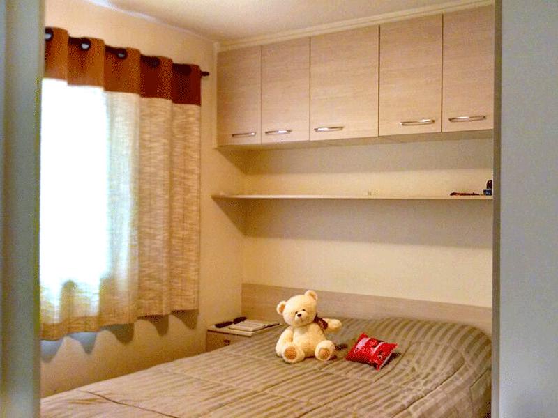 Sacomã, Apartamento Padrão - Dormitório com piso laminado e armários planejados.