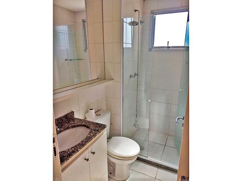 Sacomã, Apartamento Padrão-Banheiro social com piso de cerâmica, gabinete, pia de mármore e box de vidro.