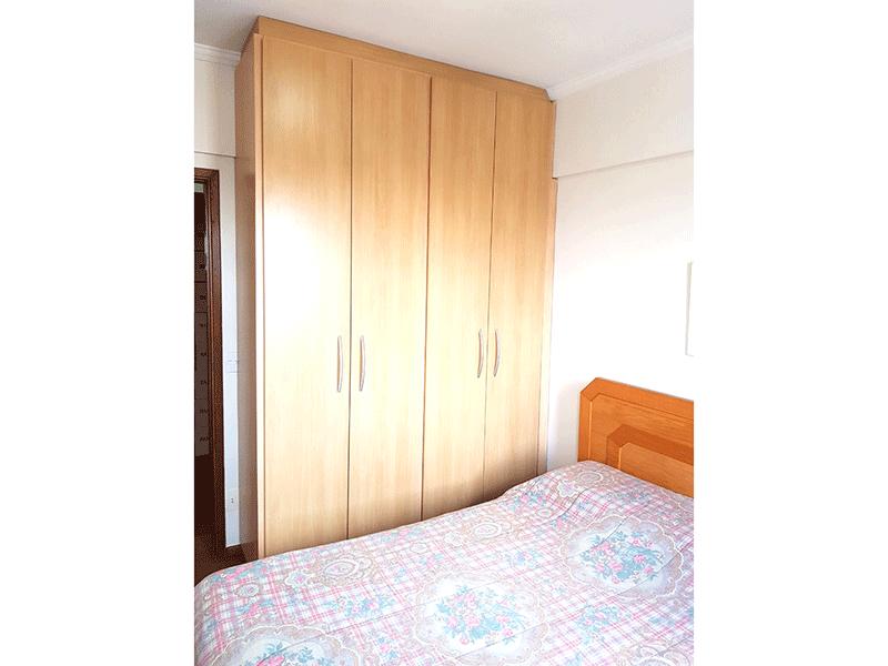 Ipiranga, Apartamento Padrão-Suíte com piso de madeira e armários planejados.
