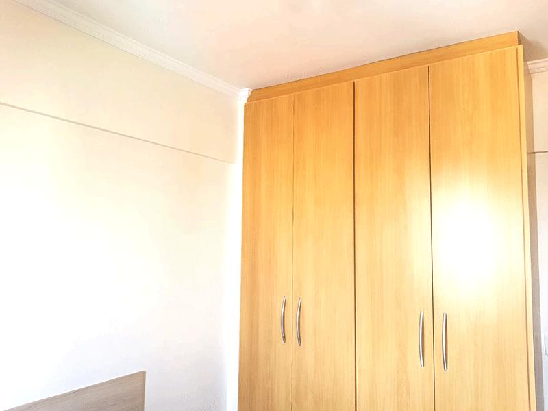 Ipiranga, Apartamento Padrão-2º dormitório com piso de madeira e armários planejados.