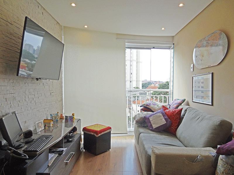 Ipiranga, Apartamento Padrão - Sala com dois ambientes, piso laminado, teto rebaixado com iluminação embutida e acesso a varanda.