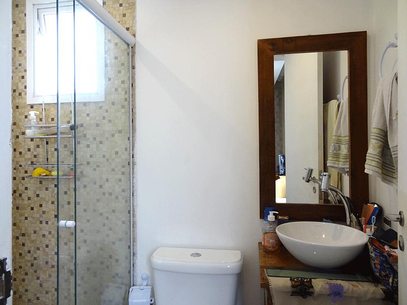 Ipiranga, Apartamento Padrão-Banheiro da suíte com piso de porcelanato, cuba sobreposta e box de vidro.
