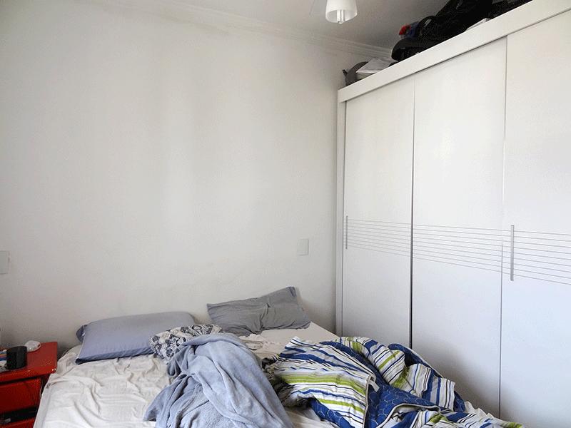 Ipiranga, Apartamento Padrão-1º dormitório com piso de madeira e teto com moldura de gesso.