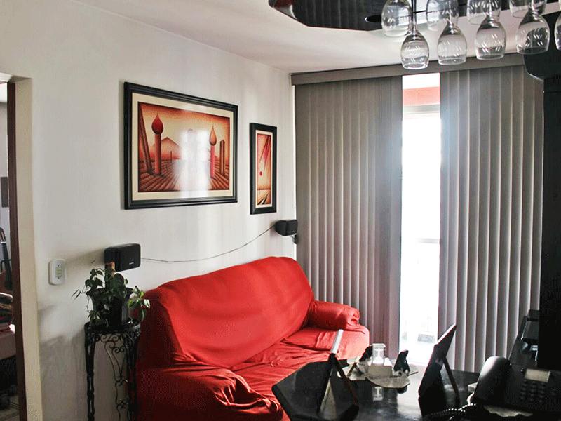 Sacomã, Apartamento Padrão - Sala com piso de cerâmica e acesso a varanda.