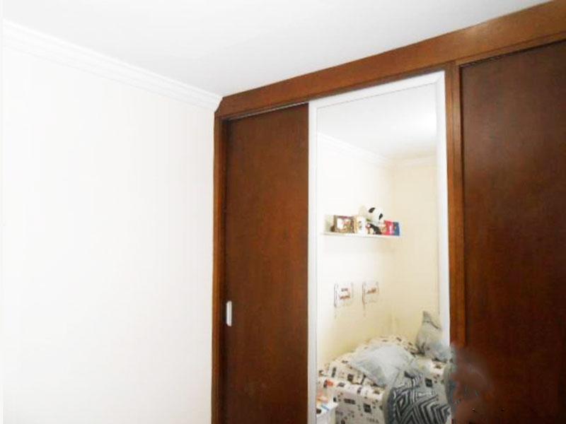 Jabaquara, Apartamento Padrão-Dormitório com piso laminado, teto com moldura de gesso e armários.
