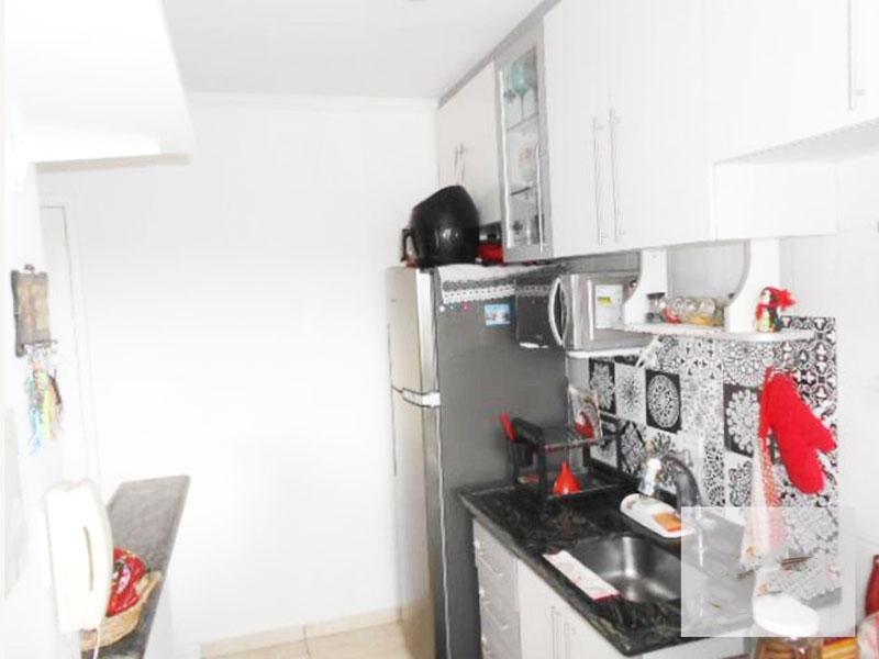 Jabaquara, Apartamento Padrão-Cozinha americana com piso de cerâmica, teto com moldura de gesso, pia e bancada de granito, gabinete e armários.