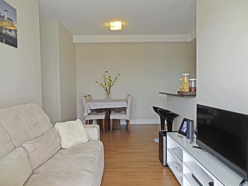 Ipiranga, Apartamento Padrão-Sala com dois ambientes, piso laminado e acesso à varanda.