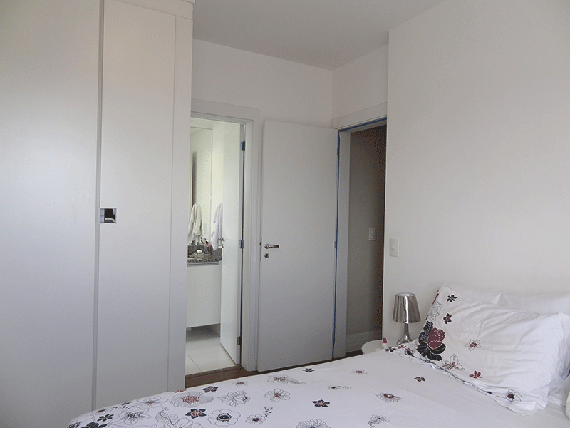 Ipiranga, Apartamento Padrão-Suíte com piso laminado e armários planejados.