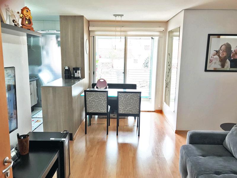 Ipiranga, Apartamento Padrão - Sala com dois ambientes, piso laminado e teto rebaixado.