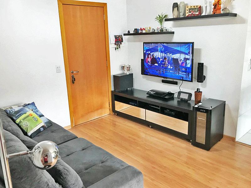 Ipiranga, Apartamento Padrão-Sala com dois ambientes, piso laminado e teto rebaixado.