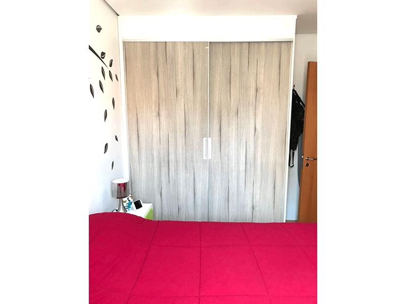 Ipiranga, Apartamento Padrão-1º dormitório com piso laminado, armários planejados e teto rebaixado.