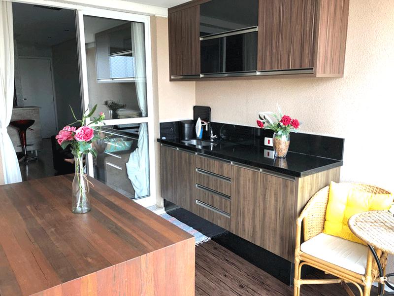 Ipiranga, Apartamento Padrão-Varanda gourmet com piso laminado, pia de granito e armários planejados.
