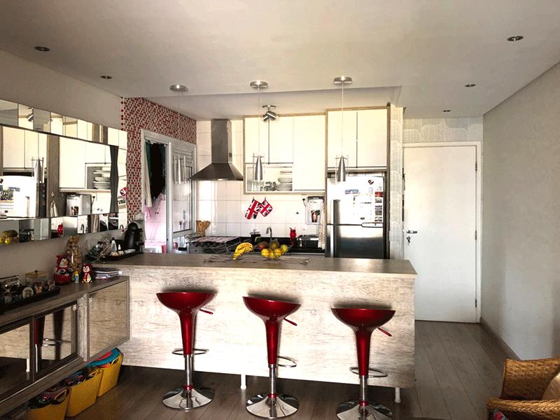 Ipiranga, Apartamento Padrão-Cozinha com piso de cerâmica, coifa e armários planejados.