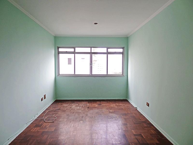 Ipiranga, Apartamento Padrão - Sala retangular com piso de madeira e teto com moldura de gesso.