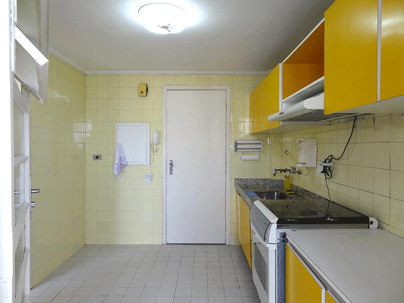Ipiranga, Apartamento Padrão-Cozinha com piso de cerâmica, teto com moldura de gesso, pia de granito, gabinete, depurador e armários planejados.