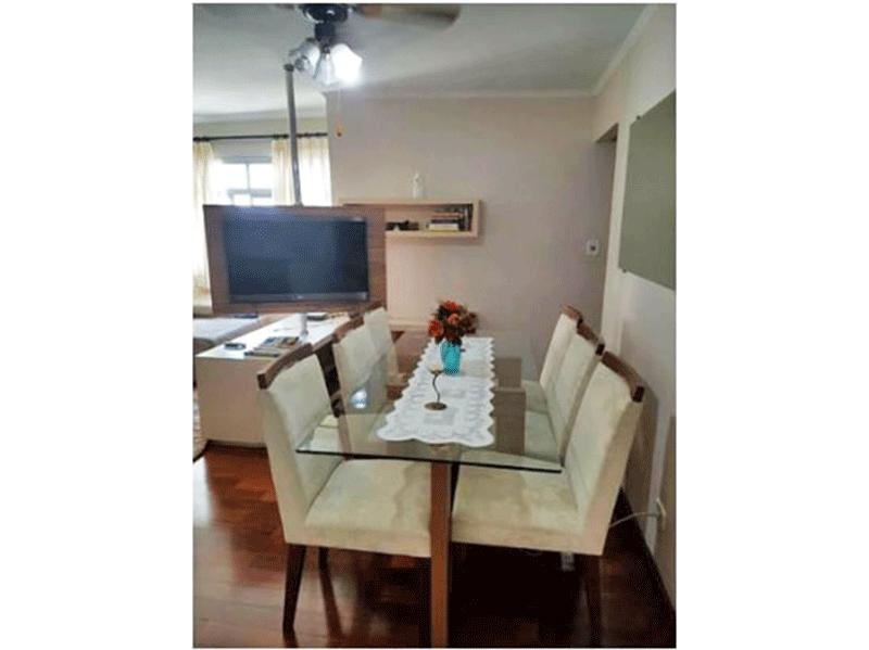 Sacomã, Apartamento Padrão-Sala com dois ambientes, piso de madeira e teto com moldura de gesso.