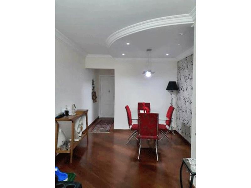 Ipiranga, Apartamento Padrão-Sala com dois ambientes, piso de madeira e teto sanca de gesso com iluminação embutida.