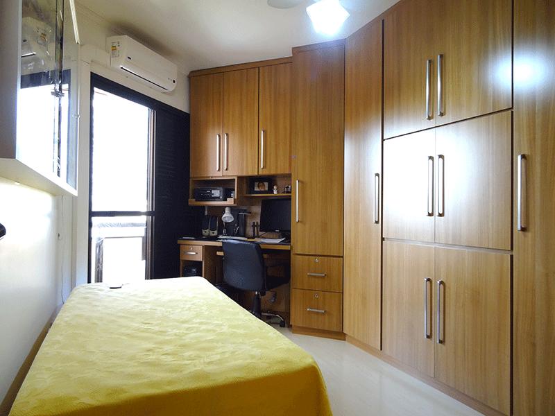 , -2º dormitório com piso laminado, teto com moldura de gesso e armários planejados.