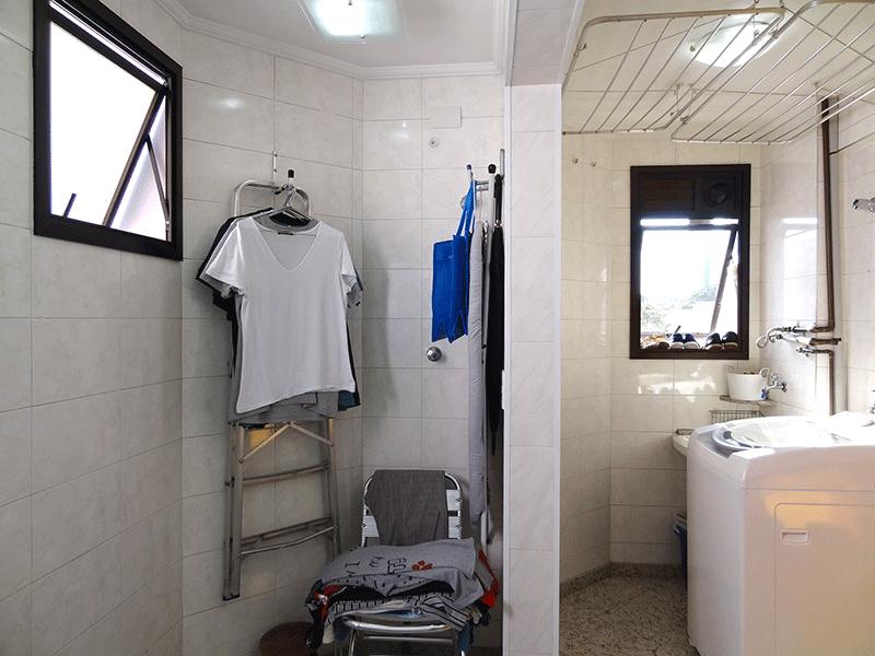 , -Área de serviço ampliada com piso de granito, teto com moldura de gesso e armários planejados (Dep. de empregada e banheiro de serviço transformados em área de serviço).