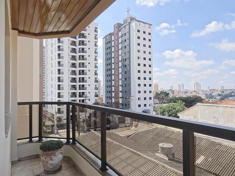 Ipiranga, Apartamento Padrão-Varanda com piso de cerâmica e teto de madeira.