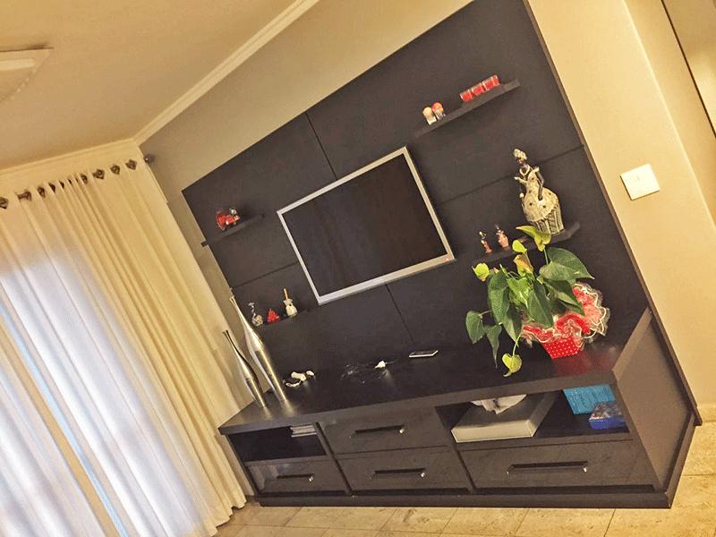 Sacomã, Apartamento Padrão - Sala com dois ambientes, piso de mármore e teto com moldura de gesso.
