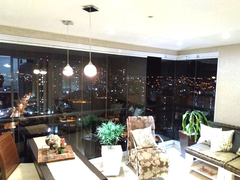 Sacomã, Apartamento Padrão-Varanda gourmet com piso de porcelanato, teto com moldura de gesso, iluminação embutida, pia de granito e coifa.