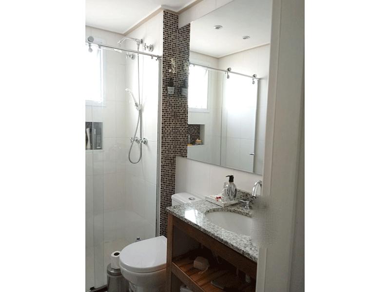 Sacomã, Apartamento Padrão-Banheiro da suíte com piso de porcelanato, iluminação embutida, pia de granito e box de vidro.