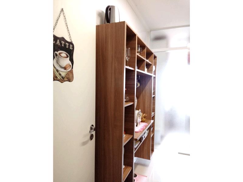 Sacomã, Apartamento Padrão-Cozinha com piso de porcelanato, teto com moldura de gesso, pia de granito, gabinete e armários planejados.